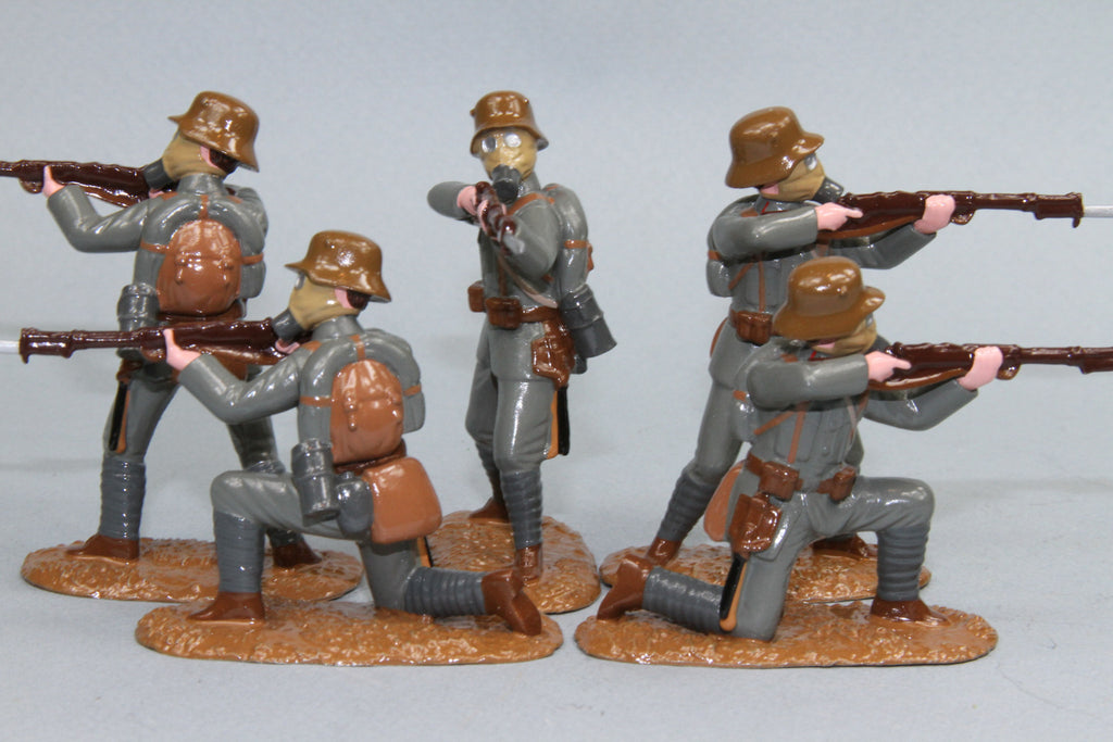 WW92A - Austrian Infantry in Helmet and Gas mask from Regal Toy Soldiers - Piers Christian Toy Soldiers - 2