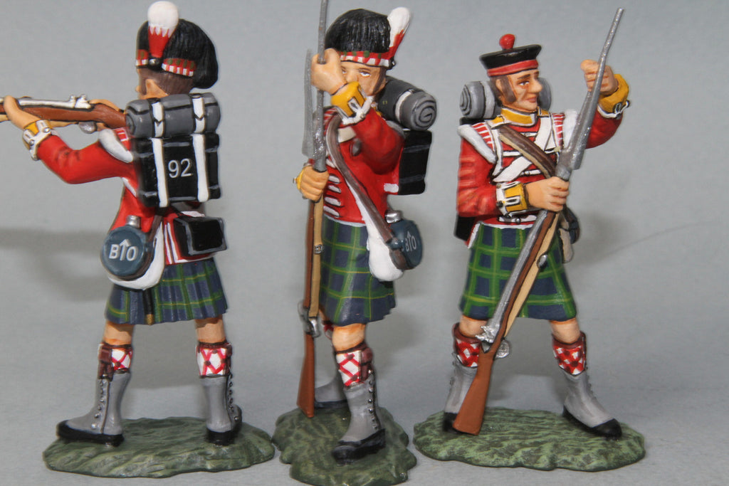 BNG1 - British Gordon Highlanders, Firing and Loading. Frontline Napoleonic - Piers Christian Toy Soldiers - 2