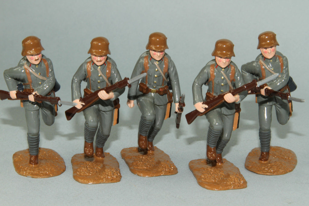WW91B - Austrian Infantry Charging 1916-18 by Regal Toy Soldiers - Piers Christian Toy Soldiers - 2