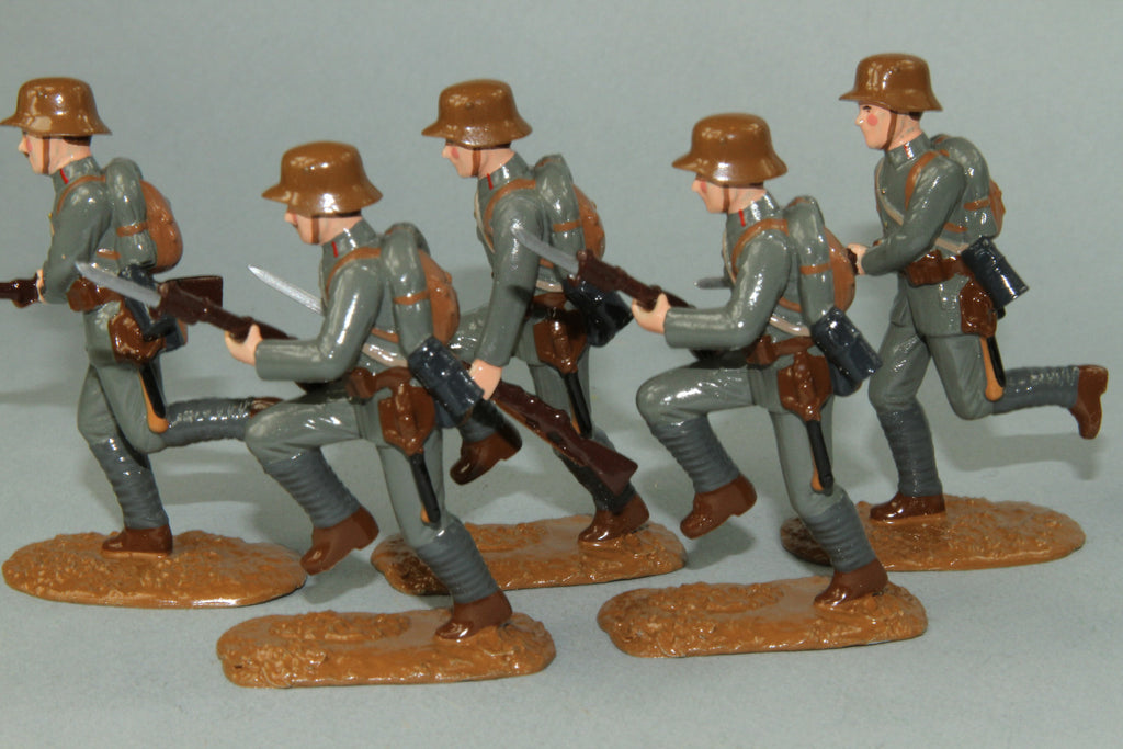 WW91B - Austrian Infantry Charging 1916-18 by Regal Toy Soldiers - Piers Christian Toy Soldiers - 1