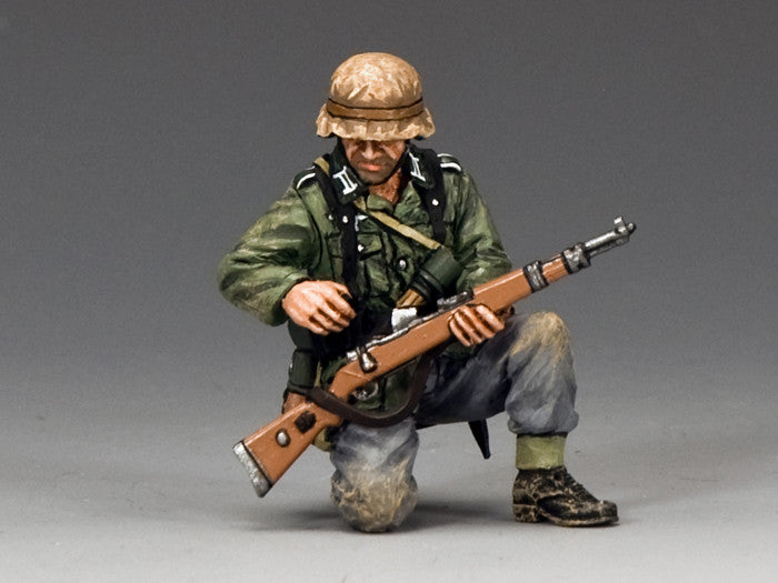 WS287 - Kneeling, re-loading rifle, WWII Classic Germans - Piers Christian Toy Soldiers