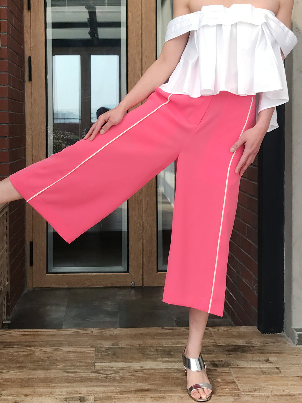 SPECIAL! Edge Piping Cropped Pink Trousers