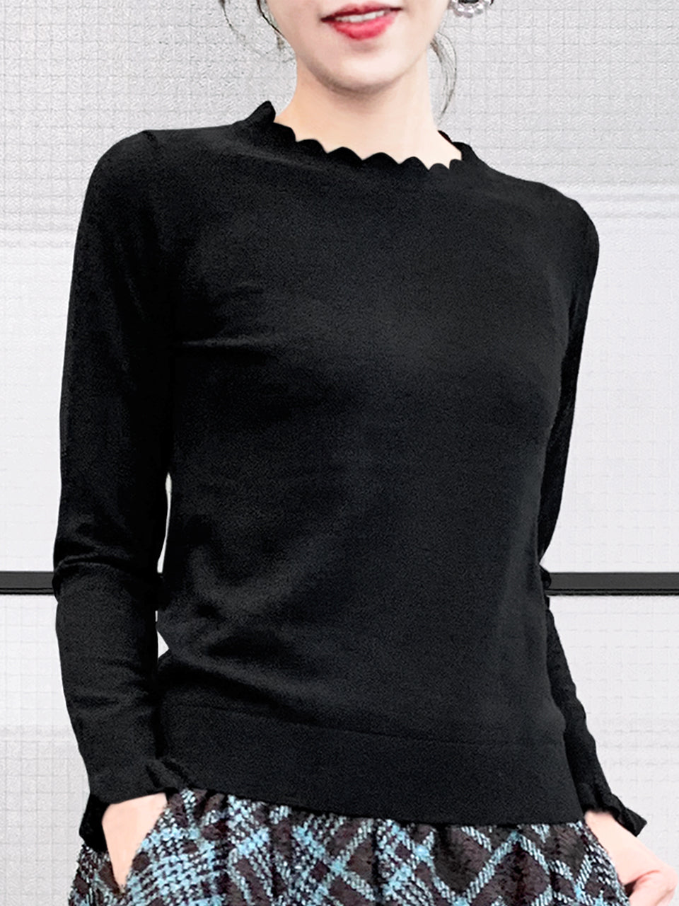 Surprise Sale! Black Scallop Neck Ruffle Cuffs Cashmere Wool Blend Sweater