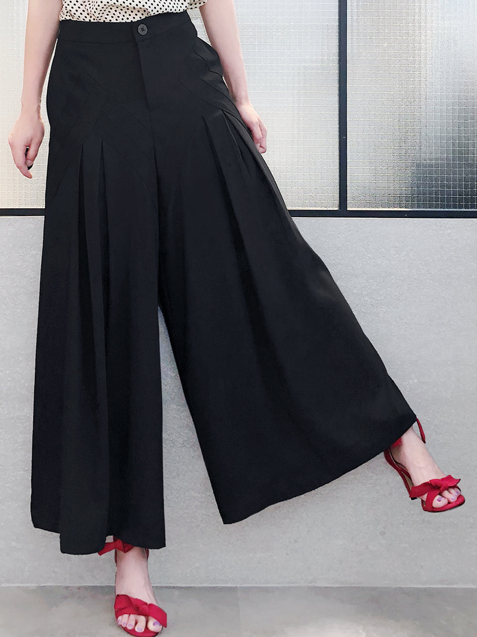 Last Chance! Black Origami Pleated Wide-Leg Trousers