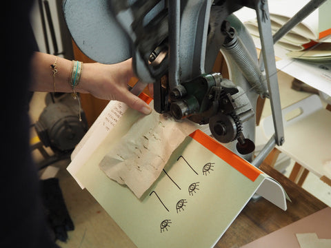 The making of the Ubuntu Notebook from recycled paper and an original printing press.