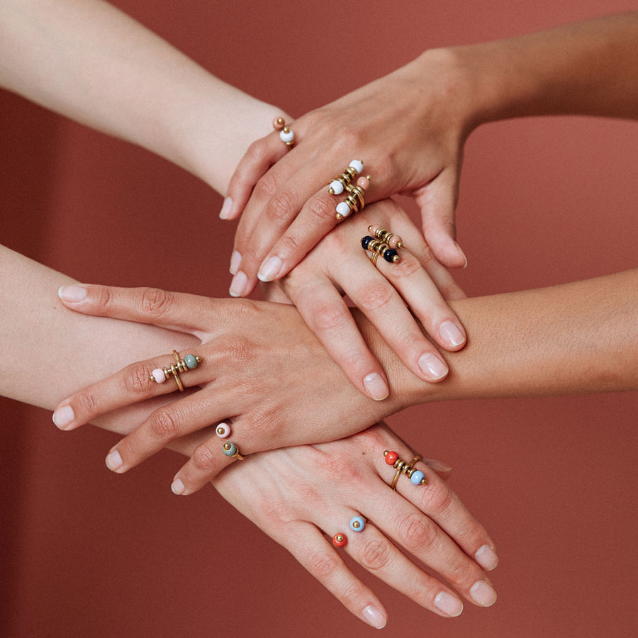 Cool rings: Pearl Ring in white and cinnamon. Handmade jewellery from Kenya, Africa