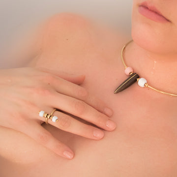 Cool rings: Pearl Ring in white. Handmade jewellery from Kenya, Africa