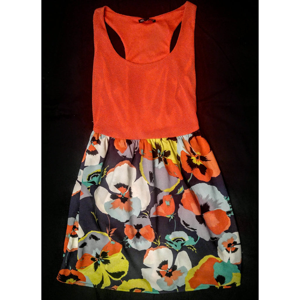 Be Bob dress bold and comfortable size small. -.
