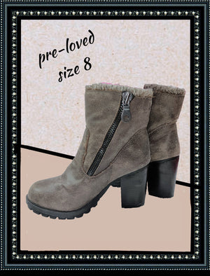 Mossimo boots - adorable - size 8 (b)