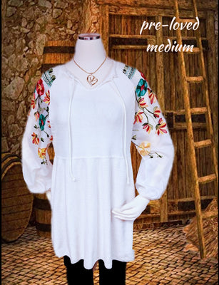 Beautiful white knit dress with sheer embroidered sleeves - size med (b)