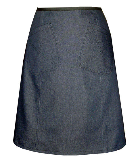 Denim skirt in dark blue with two front pockets