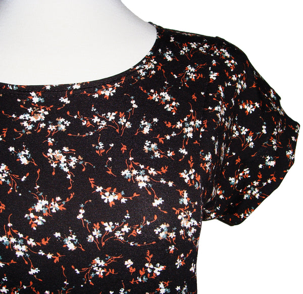 cute casual floral print tee with flattering princess seam cut