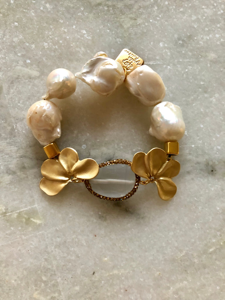 Pearl Bracelet with cat's eye