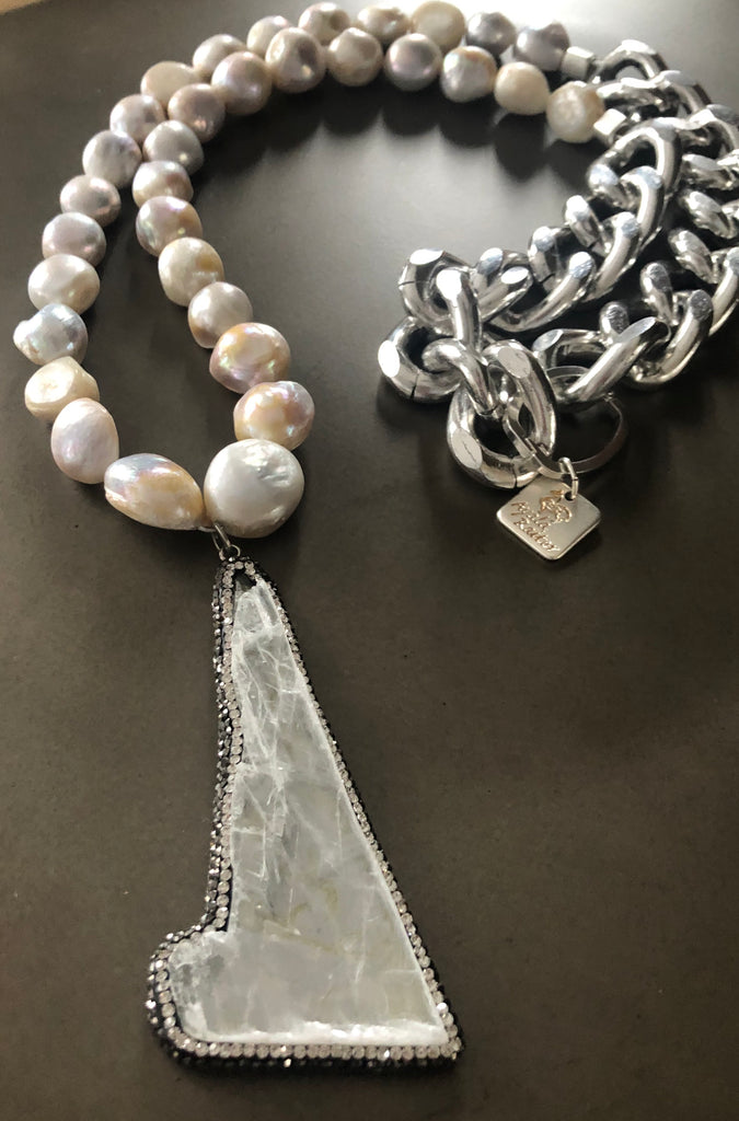 Silver chain with pearls