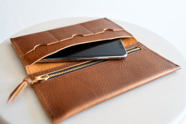 The Leather Phone Wallet in Deep Black Kodiak Leather
