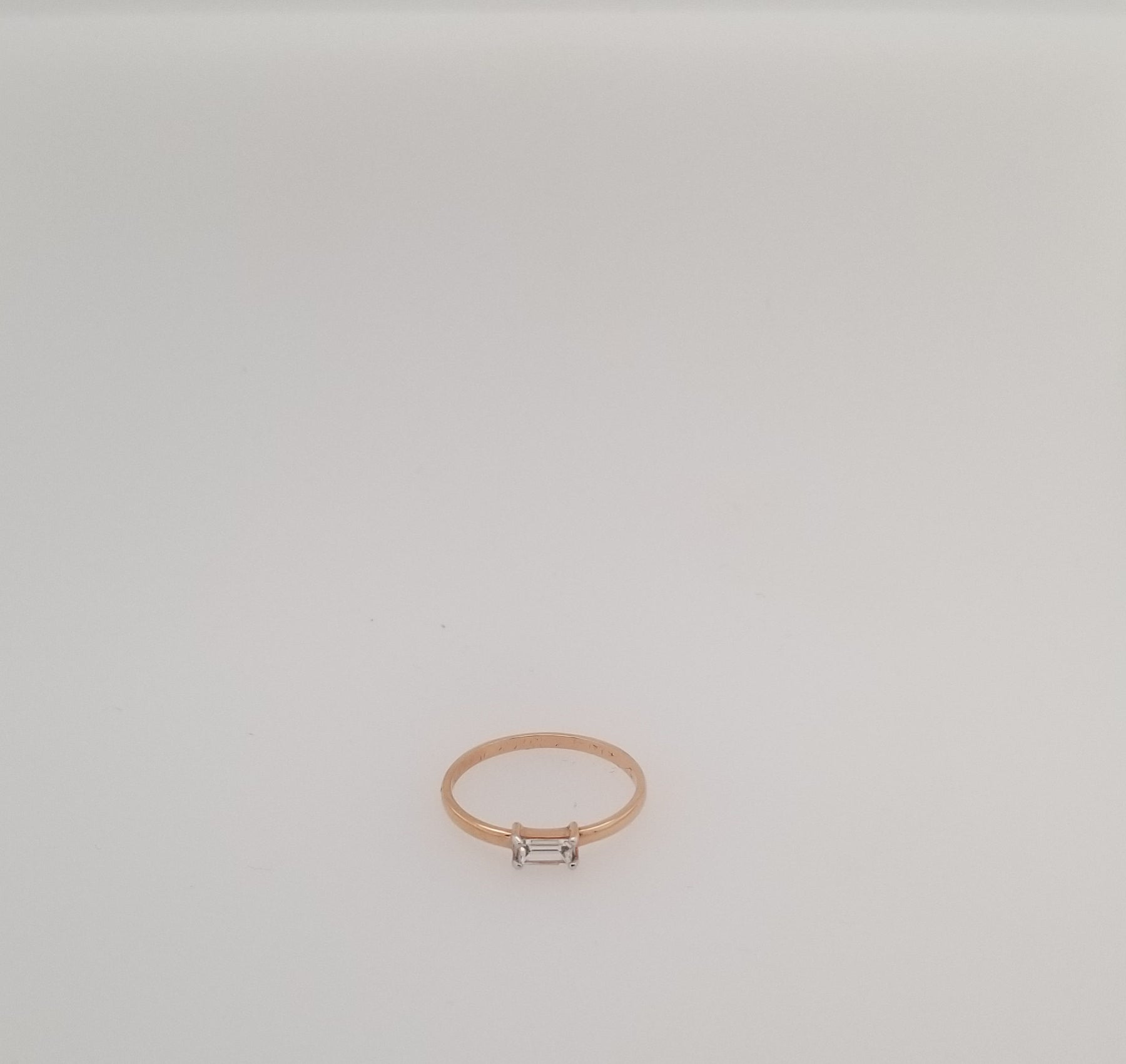 Gold & Diamond Ring T