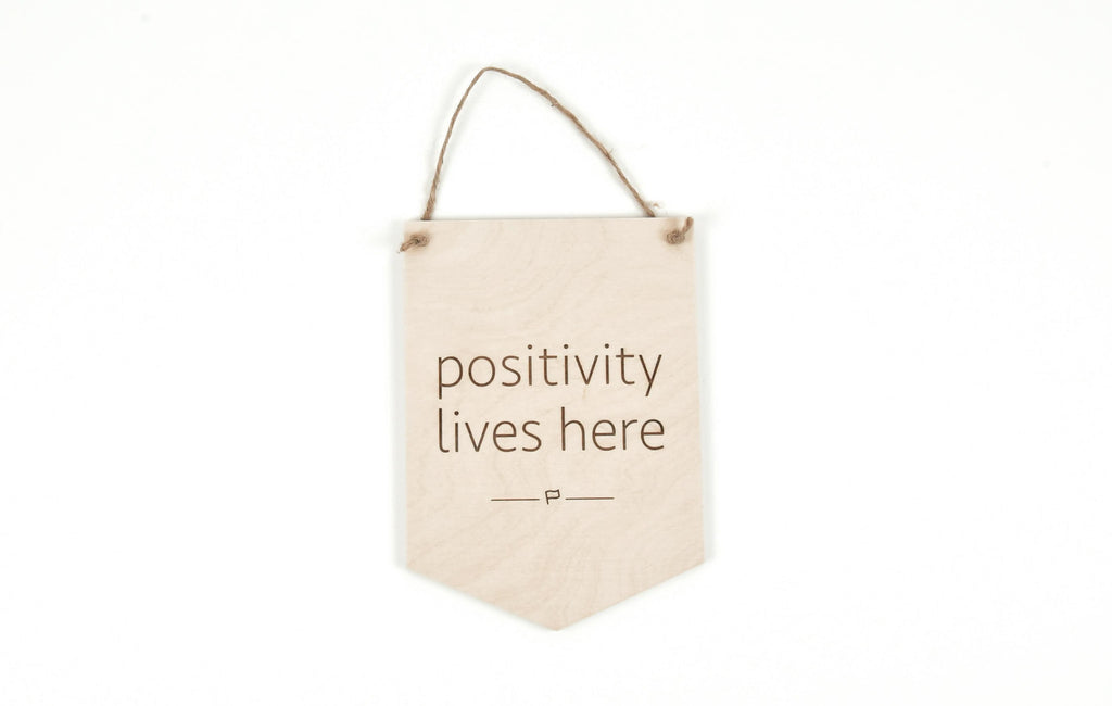 POSITIVITY LIVES HERE // Wood Sign // Décoration Murale en Bois
