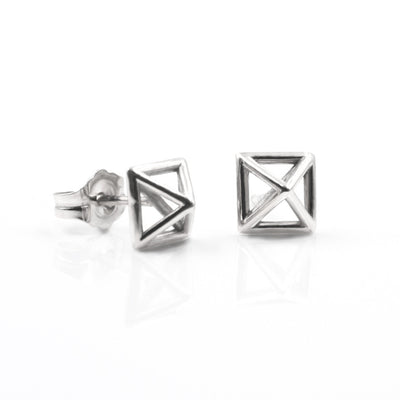 Pyramid-stud-earrings-whitegold-sexy