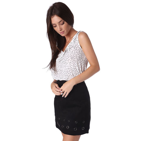 White top in polka dot with V neck and ruffle detail