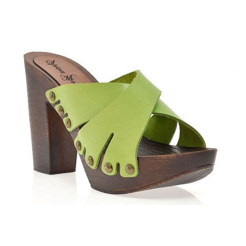 Leather platform sandal in oak with crossed straps