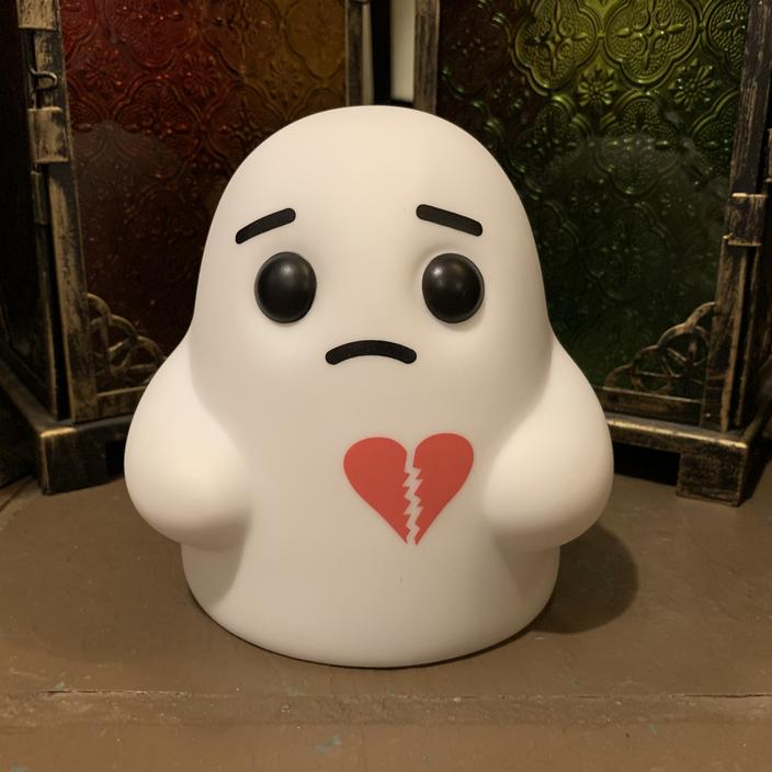 Tiny Ghost Vinyl Figure [Heartbroken]