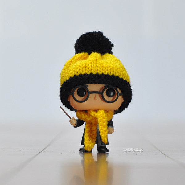 Pop! Apparel Knitted Beanie & Scarf Set [Hufflepuff] - Fugitive Toys