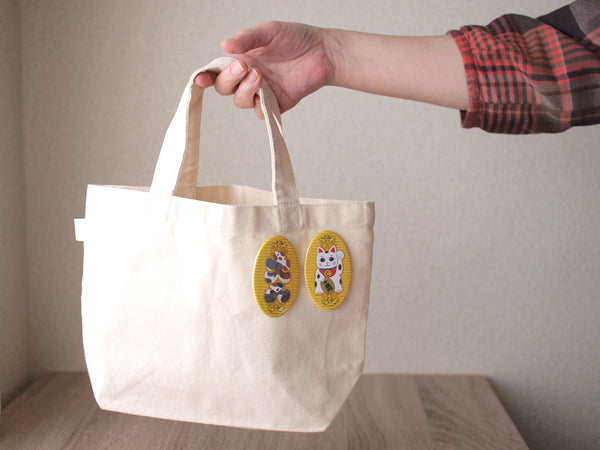 manekineko-pin-buttons-and-tote-bag