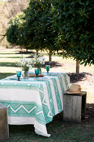 Bayleaf green ZigZag linen tablecloth