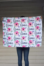 Load image into Gallery viewer, Fleece Blanket - Custom name and blooms - Pink and purple - 0P49 - howjoyfulshop