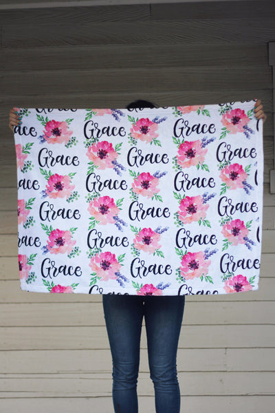 Fleece Blanket - Custom name and blooms - Pink and purple - 0P49 - howjoyfulshop