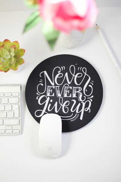 Mousepad - Never, ever give up - howjoyfulshop