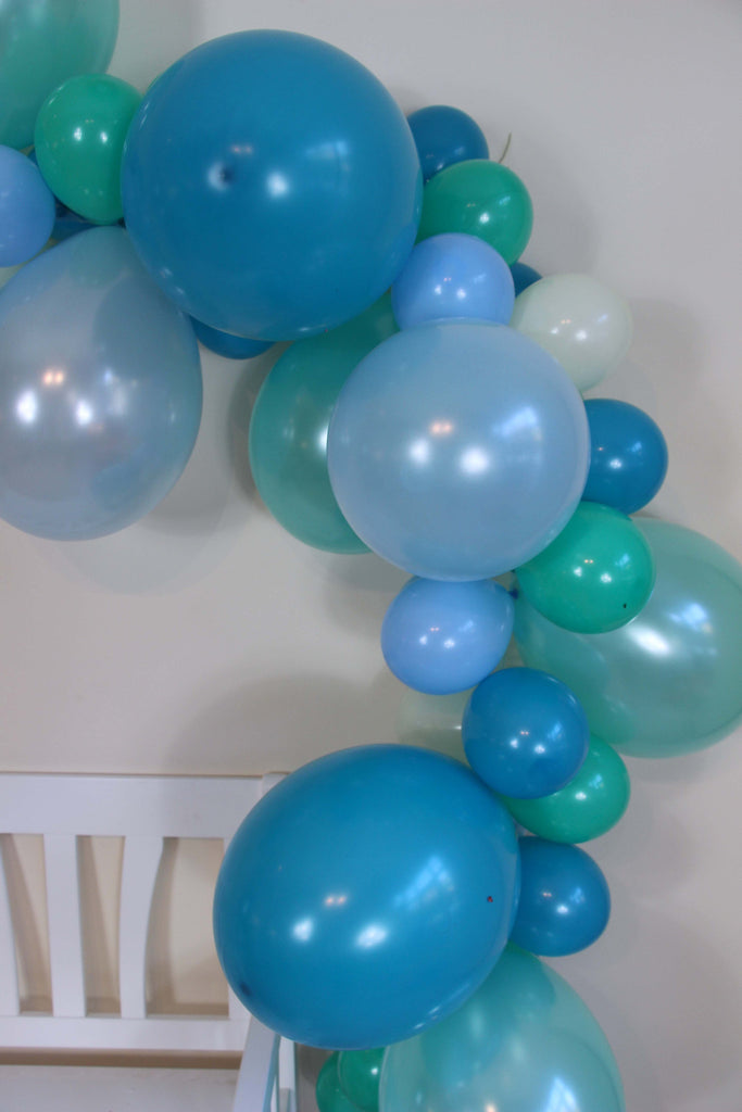 Frosty Balloon Garland (Mint, Teal, Light Blue, Blue) - The Party Postman