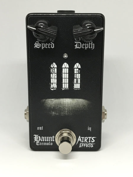 Airis Effects: Haunt Tremelo, Guitar Effects Pedal