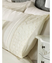 Load image into Gallery viewer, Everdean Floral Duvet Cover And Pillowcase Set- CREAM - Ruffle Bedding / Floral Bedding