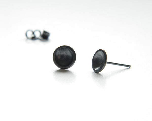 Bowl studs, concave earrings.