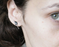 Disc earrings with lines.