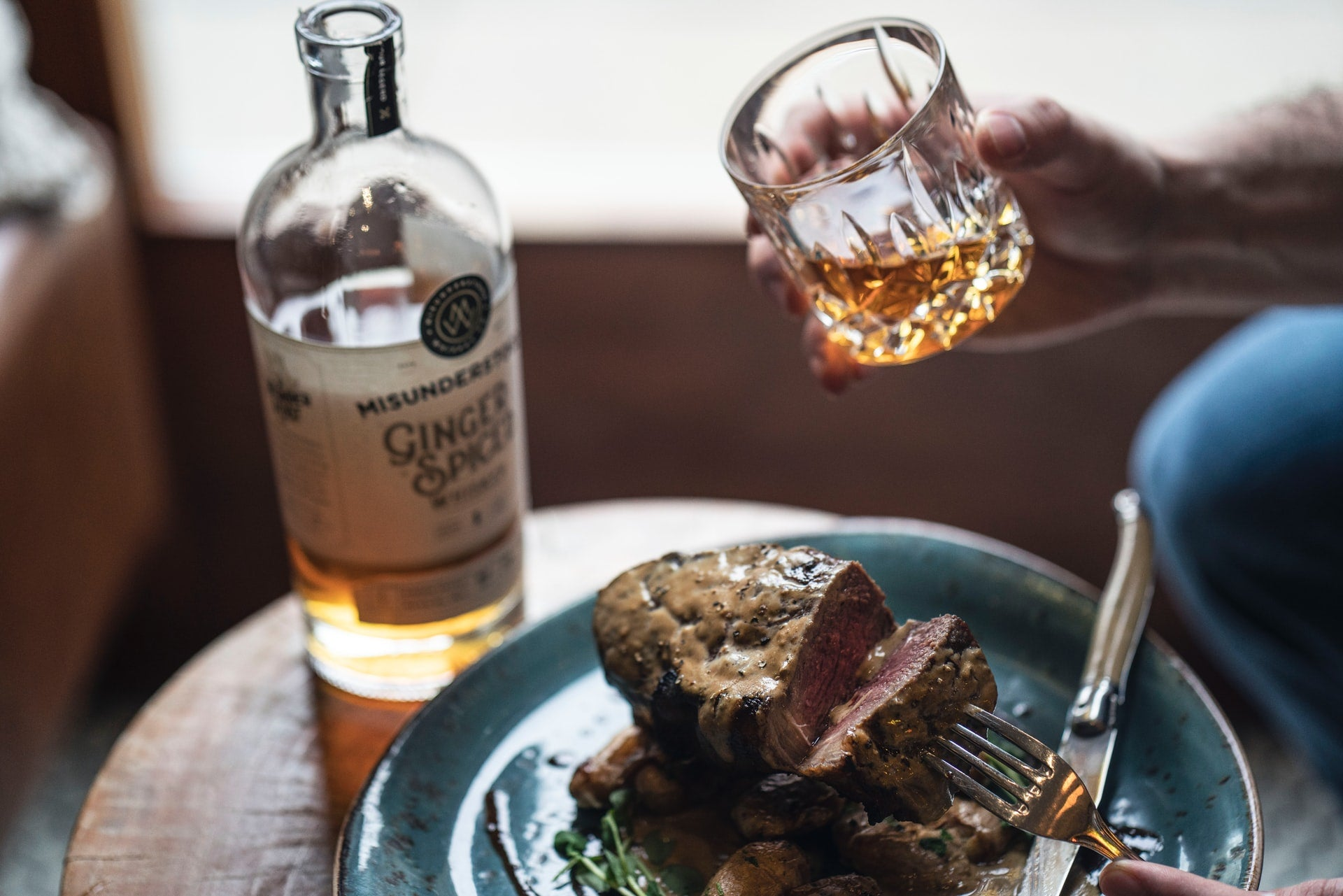 How to Pair Whiskey with Food: 5 Tips for Beginners