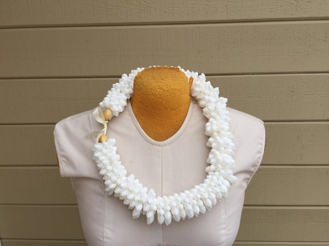 White bubble shell rosette lei