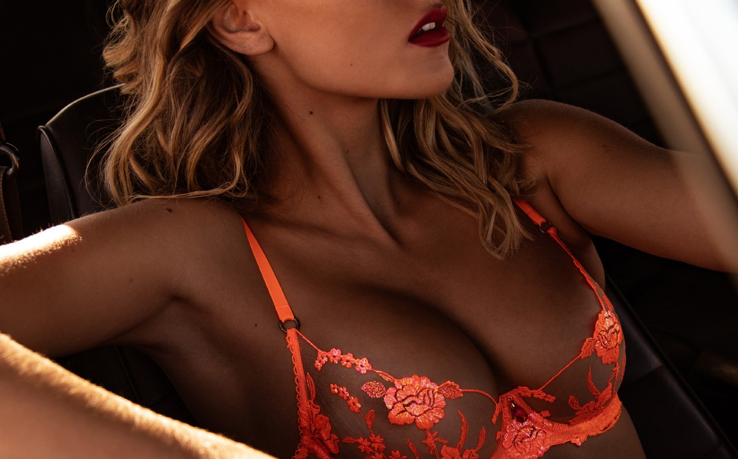 Sarah Houchens Poses In Honey Birdette's 'Whitney Orange' For Artsy Snap | INQUISITR
