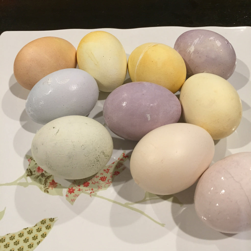 How To Dye Easter Eggs Naturally (with stuff you might already have)
