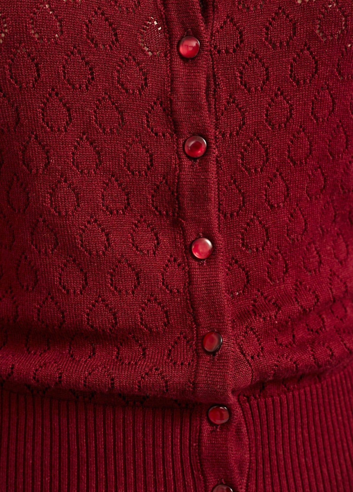 Banned Apparel: Cardigan med hulmønster - bordeaux