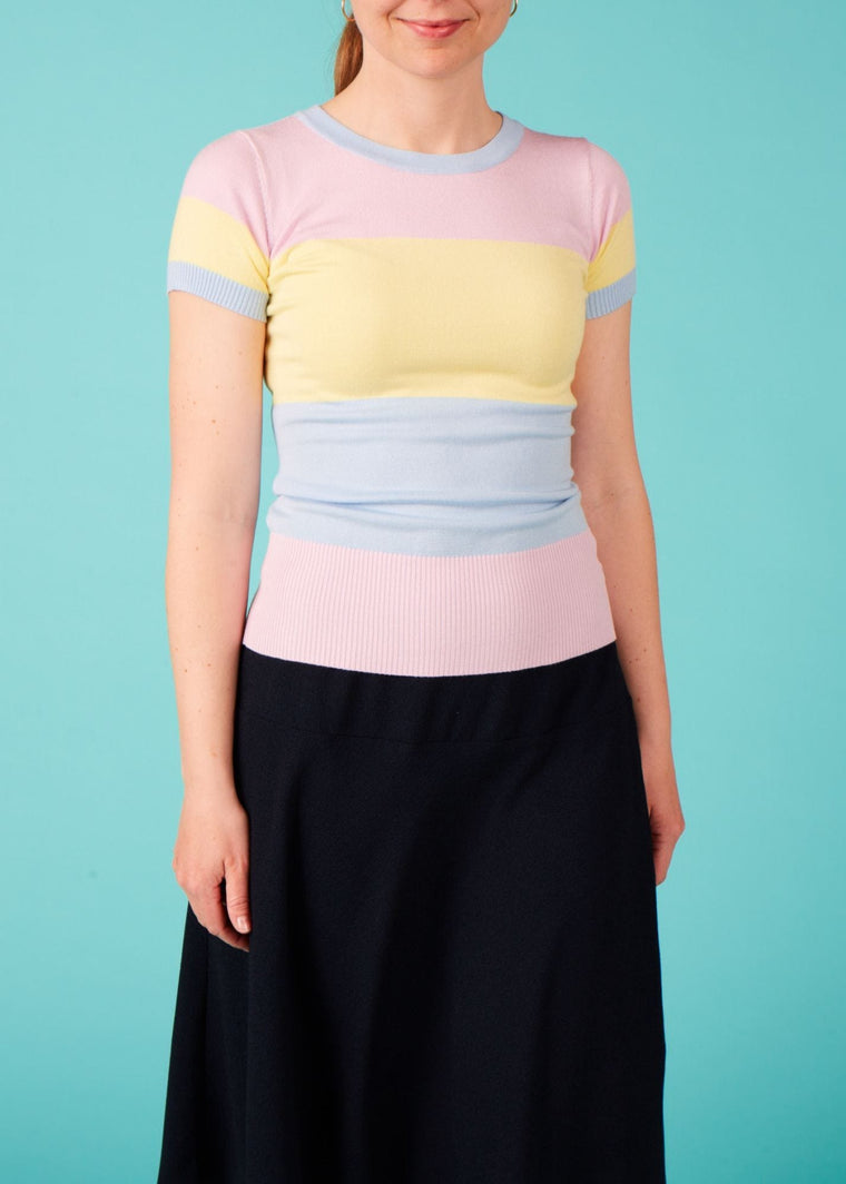 Bright & Beautiful: Colorblock top med pastelfarver - lyserød/gul/lyseblå