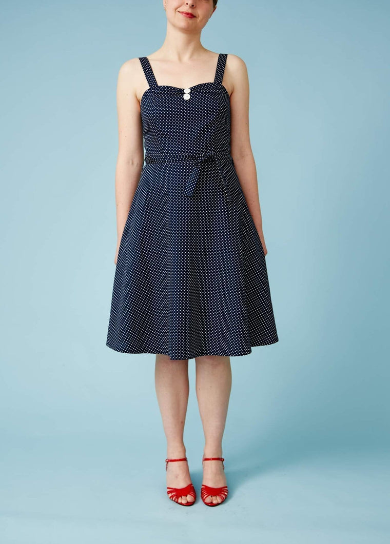 Very Cherry: Fairtrade prikket sommerkjole - navy/hvid