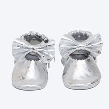 Load image into Gallery viewer, Sparkle - Silver Leather Bow Moccasins