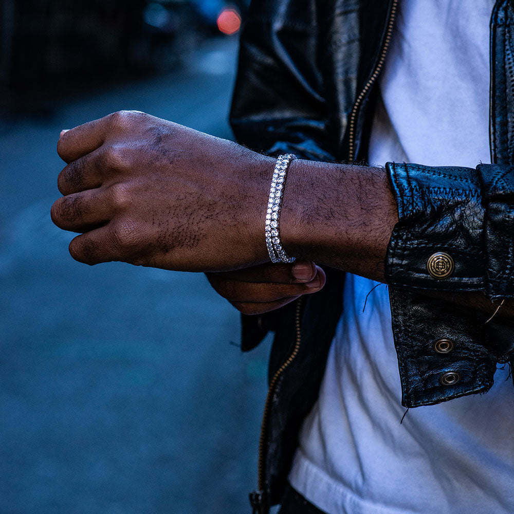 7 Awesome Men's Jewelry Trends for Students to Rock on Campus