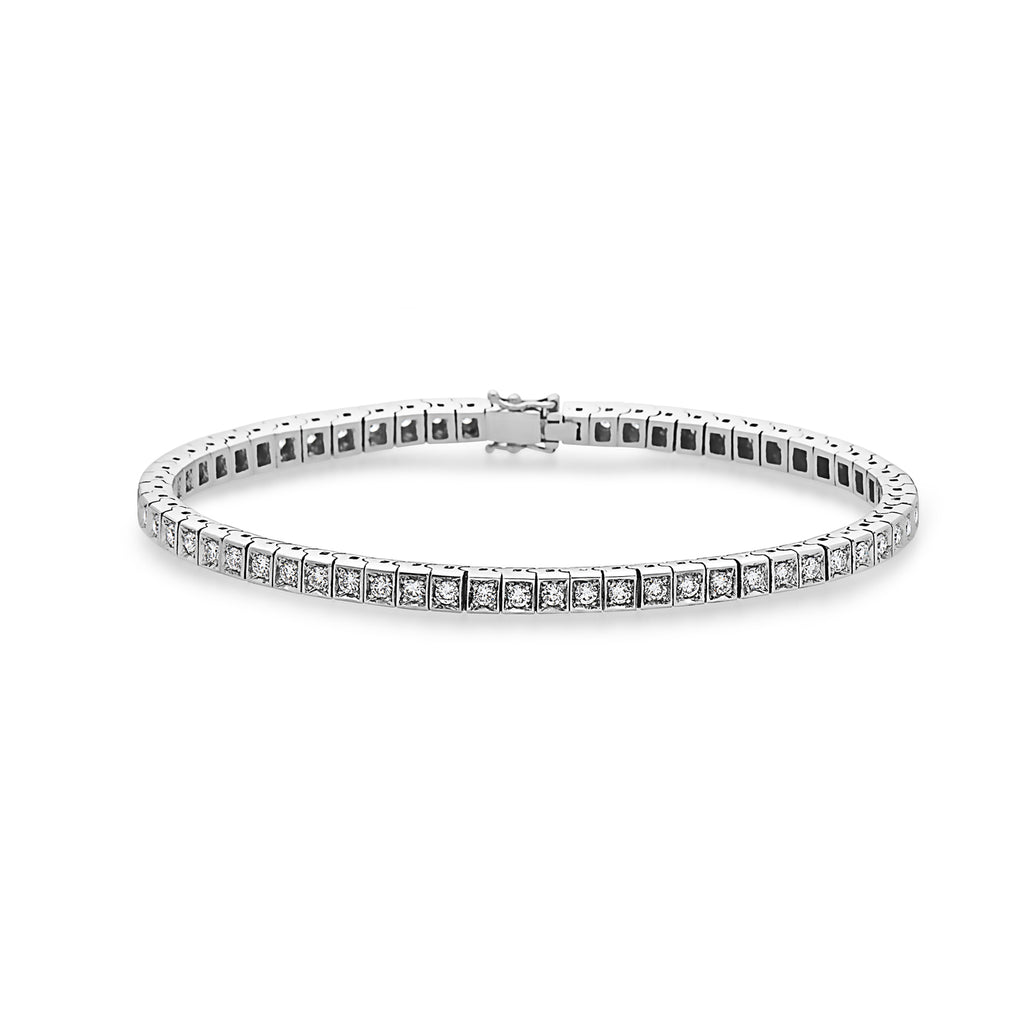 The essential piece for every glamorous woman. This stunning tennis bracelet is set with 60 sparkling white, 100% natural F-G/VS2-SI1 diamonds of 0.03 carat each, totaling 2.18 carat.