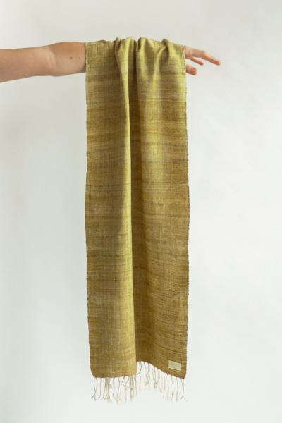 Scarf made from organic peace silk on a handloom in India. Eri silk scarf from India handspun and handwoven in a mustard color. Naturally dyed with red onion skins. Organic and natural material, 100% peace silk. Slow and ethically made.