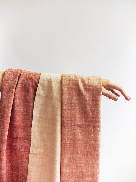 Scarf made from organic peace silk on a handloom in India. Eri silk scarf from India handspun and handwoven in a red color. Naturally dyed with Indian madder roots. Organic and natural material, 100% peace silk. Slow and ethically made.