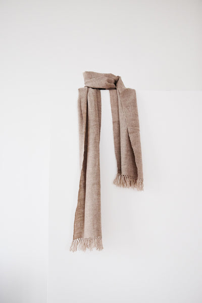 Scarf made from organic pashmina, a very rare and fine cashmere, on a handloom in India. Pashmina scarf from India handspun and handwoven. Organic and natural material, 100% pashmina. Slow and ethically made.