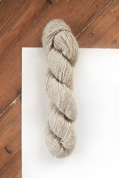 Handspun Sheepwool yarn from the Himalayas undyed and organic.